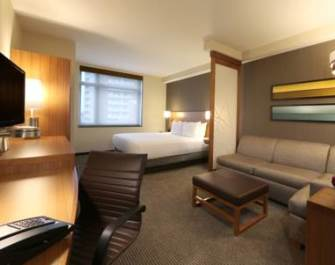 Queen room with sitting area at Hyatt Place Flushing/LaGuardia Airport